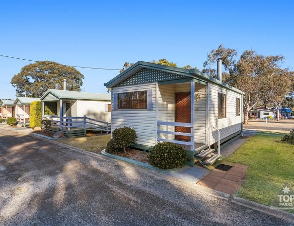 Top-Of-The-Town-Stanthorpe-Accommodation-Cabin