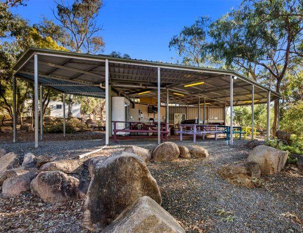 Top-of-the-Town-Tourist-Park-Stanthorpe-Camp-Kitchen