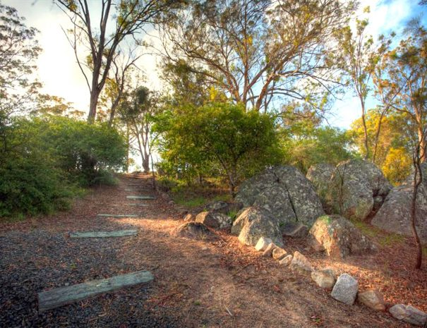 Top-of-the-Town-Tourist-Park-Stanthorpe-Walking-Track